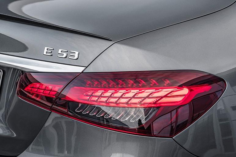 メルセデス・ベンツ、新型Eクラスを発表。電動化が進むエンジンラインナップ