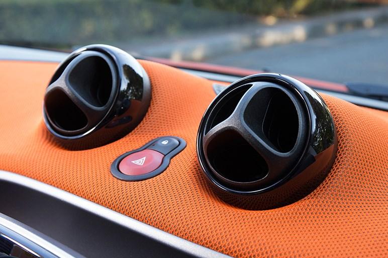 新型スマートフォーツー試乗。回転半径3.3m&上質な走りと質感