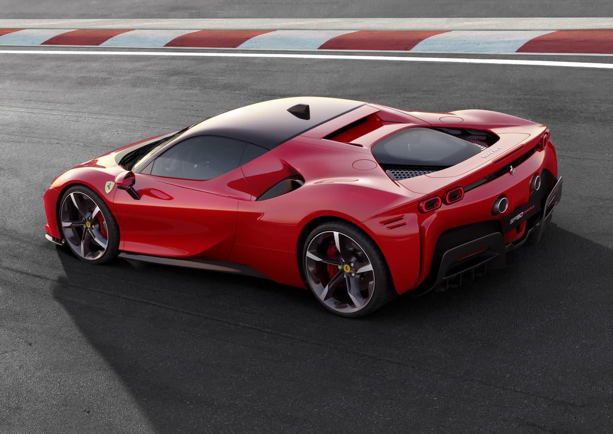 史上最強フェラーリ「SF90ストラダーレ」誕生!  F1技術採用で1000馬力発揮