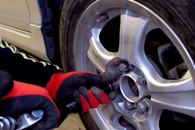 自動車整備士に聞くできればやりたくない通常の業務TOP3、3位接待、2位書類作成、1位は?