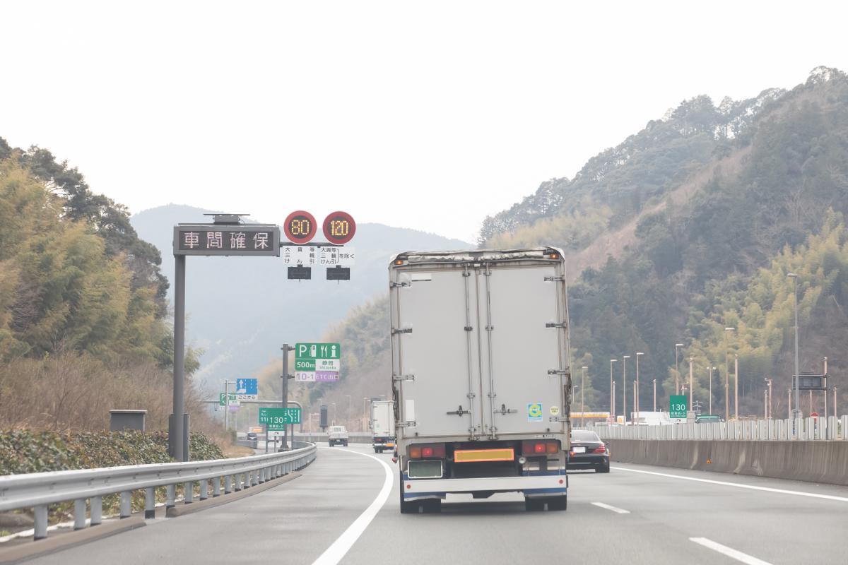 大型トラックへの衝突被害軽減ブレーキ装備はすでに義務化! それでも装着車が広まらない理由とは