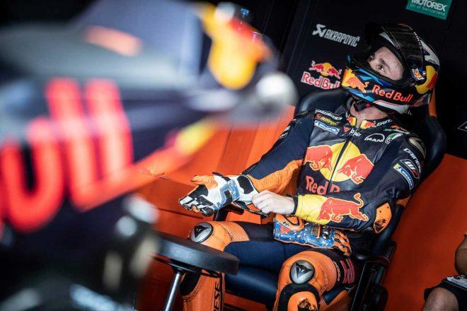 MotoGP:KTMのポル・エスパルガロがチェコGP決勝を欠場。ウォームアップでの転倒で鎖骨骨折