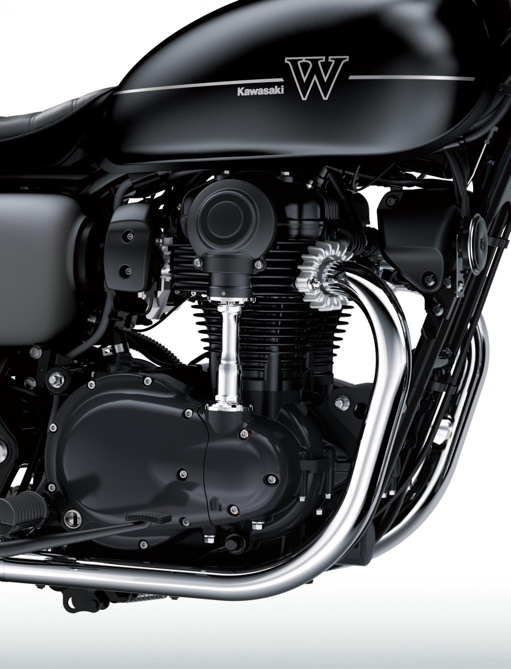 【993,600円】空冷バーチカルツインのW800が大復活! エンジン出力も向上したって?/新型 W800ストリート【カワサキ】