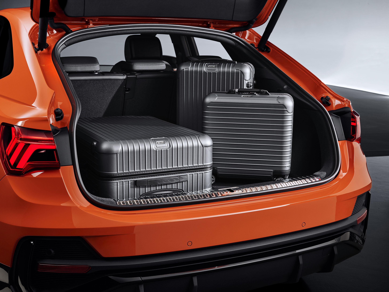 クーペスタイルがカッコいい!最高出力169kWの2.0TFSIエンジンを搭載したアウディのコンパクトSUV「Q3 Sportback」