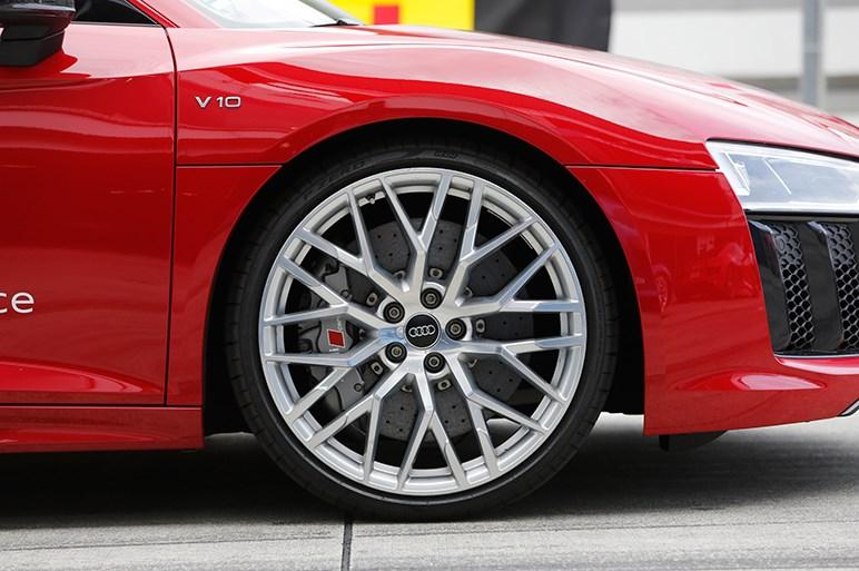 アウディスポーツの「R8 V10 plus」と「TT RS」にサーキット試乗