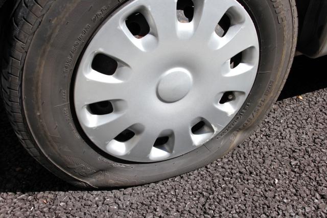 初心者必見! タイヤがパンクしたときにやってはいけない行為3つ