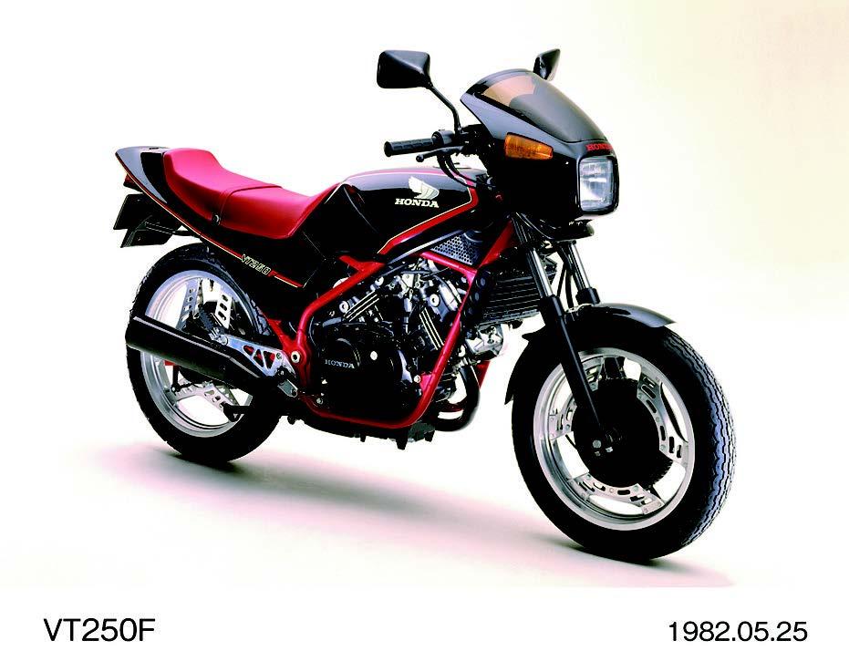 Vツインスポーツモデルが大人気に!【日本バイク100年史 Vol.028】(1982-1983年)<Webアルバム>