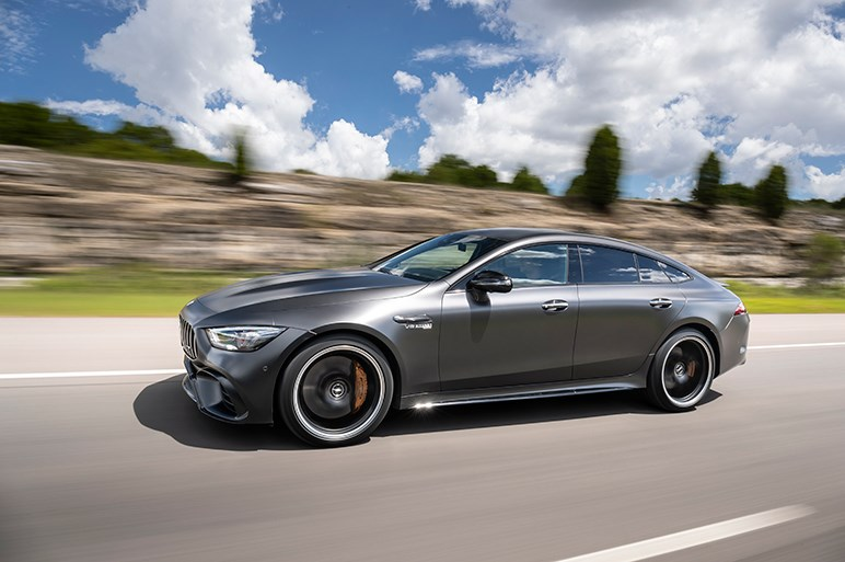 4ドア版AMG GTは高剛性ボディが印象的。ライバルはパナメーラ