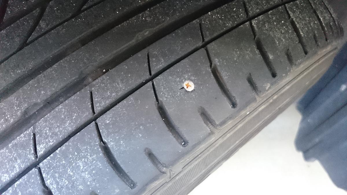 セルフスタンド派は要注意! 絶対に避けたいクルマのタイヤバーストの原因と対策