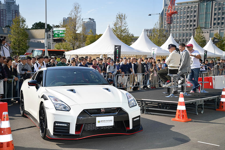 【東京モーターショー2019】テリー伊藤、GT-Rに挑戦 「GT-Rで革命を起こして!!」