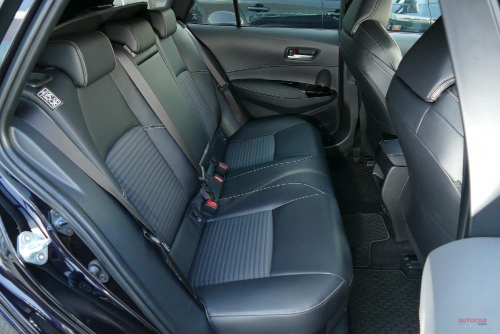 試乗 トヨタ新型カローラ/ツーリング セダンとワゴン 価格/サイズ/内装を評価