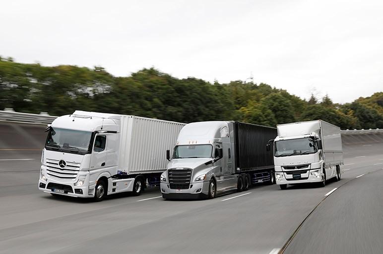 三菱ふそう新型「スーパーグレート」とダイムラートラックの2台に試乗。日本欧州北米の最新トラックってどんな感じ?