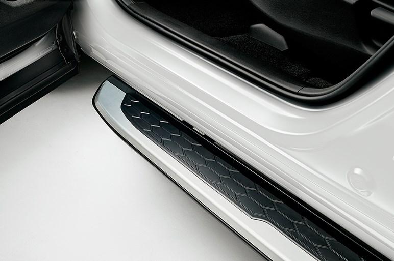 新型ホンダCR-V用カスタマイズパーツが続々登場