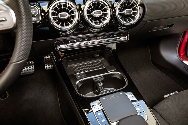 走り、乗り心地ともに改善されたメルセデス新型CLAだが全幅のワイド化は気になる
