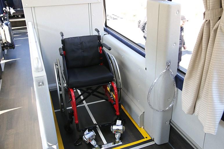 実は運転席が一番快適かも!? 大型観光バス「エアロクィーン&エアロエース」に乗った