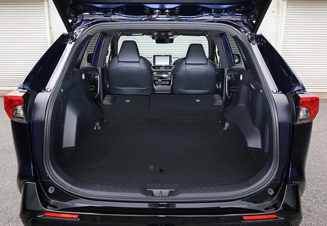 オーダーストップするほど大人気のトヨタRAV4・PHVは、新時代を切り開く理想的なSUVなのか