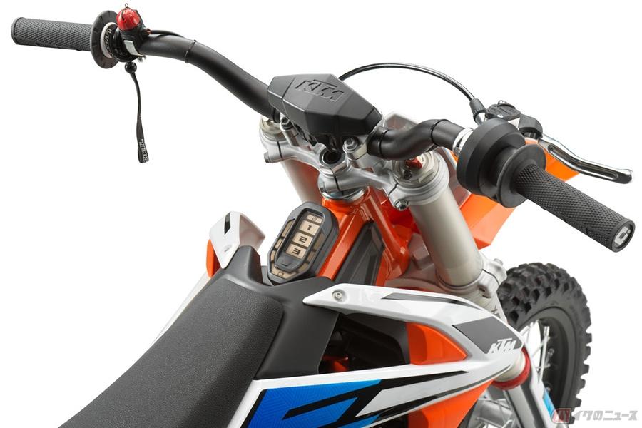 KTMの電動モトクロッサー「SX-E 5」日本発売決定 ジュニア向けでも装備は本格仕様