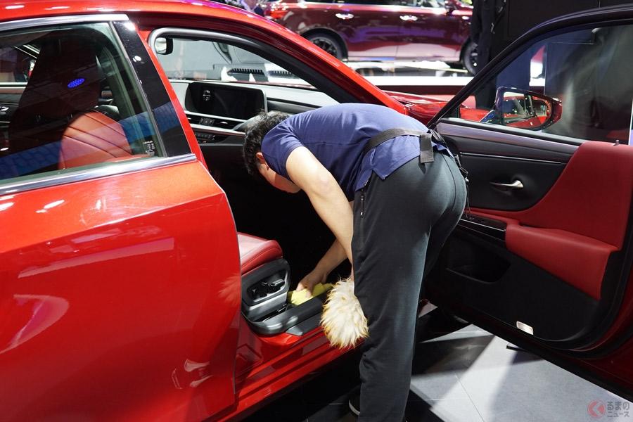 レクサスや高級ブランド車が傷だらけ!? 「キレイに見せたい」が裏目に…中国ショーの実態とは