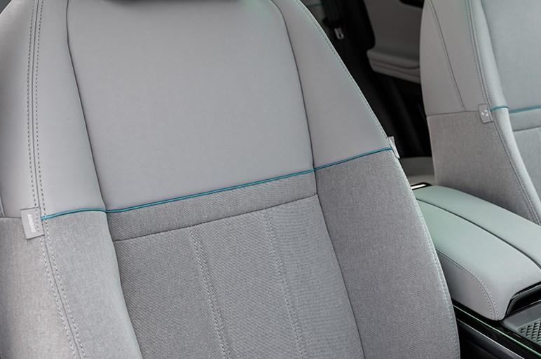新型イヴォークは走りと質感もレンジローバーらしくなった。オススメはディーゼル、日本では車幅に注意