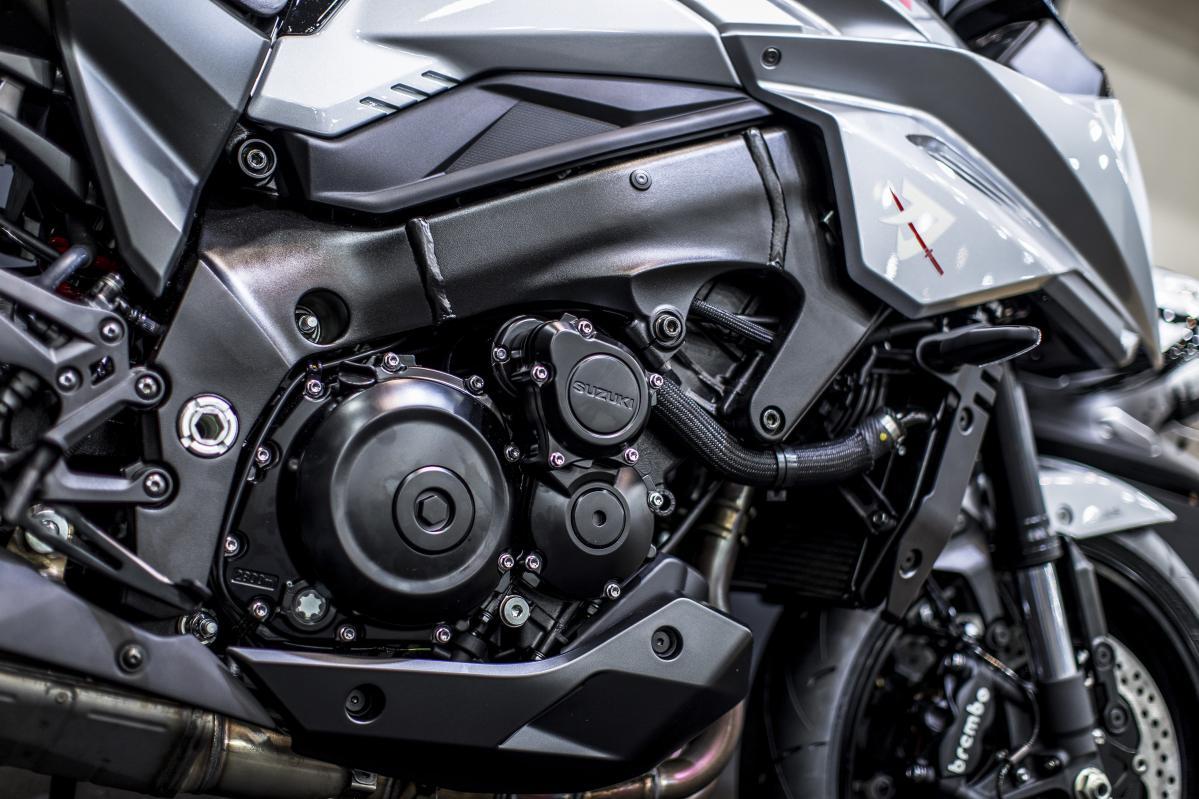 「新型カタナ」がストリートでエキサイティングなワケは、GSX-R1000(K5)エンジンにヒミツが隠されていた!!