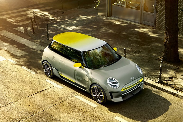 MINI、来年発売予定の市販EVのグリルとホイールをチョイ見せ