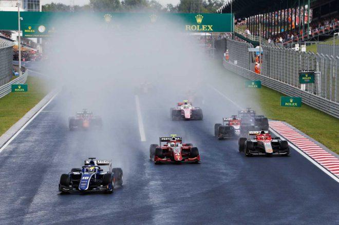 FIA F2第8戦ハンガリー レース1:デ・フリースが今季2勝目。牧野と福住はダブル入賞