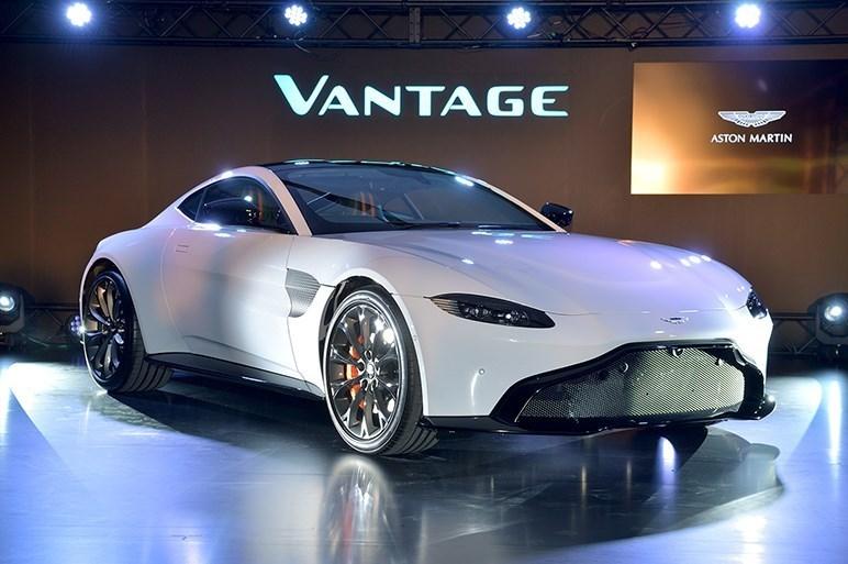 日本の超高級車マーケットの未来は若きカスタマー達にかかっている