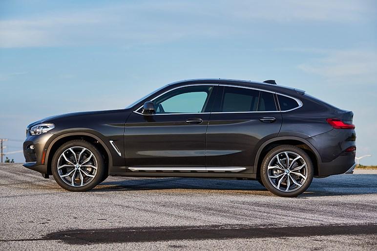 BMW X4はスポーツカー並の走りと高級車並の快適性を両立してX3を引き離す