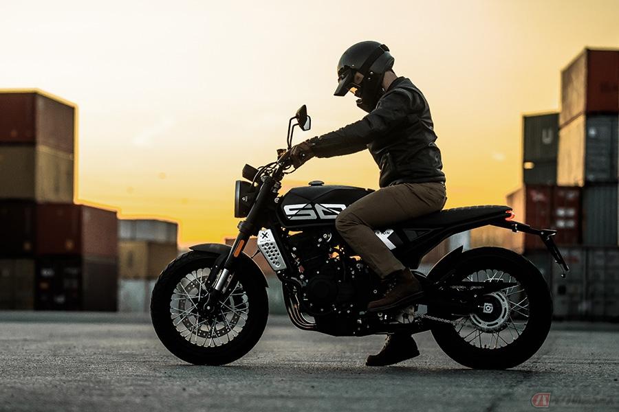 Brixton Motorcycles「Crossfire 500X」 セミブロックタイヤを備えたハーフリッターモデル