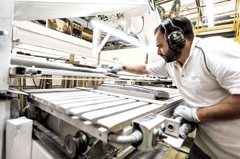 島下泰久、ベントレーの聖地巡礼──伝統の工場、クルーを訪問しました
