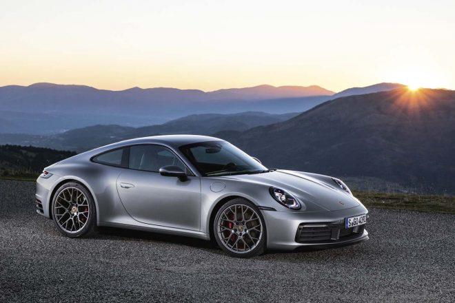ポルシェ、第8世代となる新型『911(992型)』を世界初公開。先代からワイド&パワフルに進化