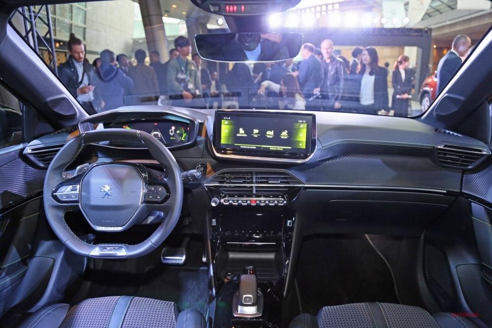 新型プジョー208日本発表 EV版「e208」も 内装/後席/荷室を撮影 2020年発売へ