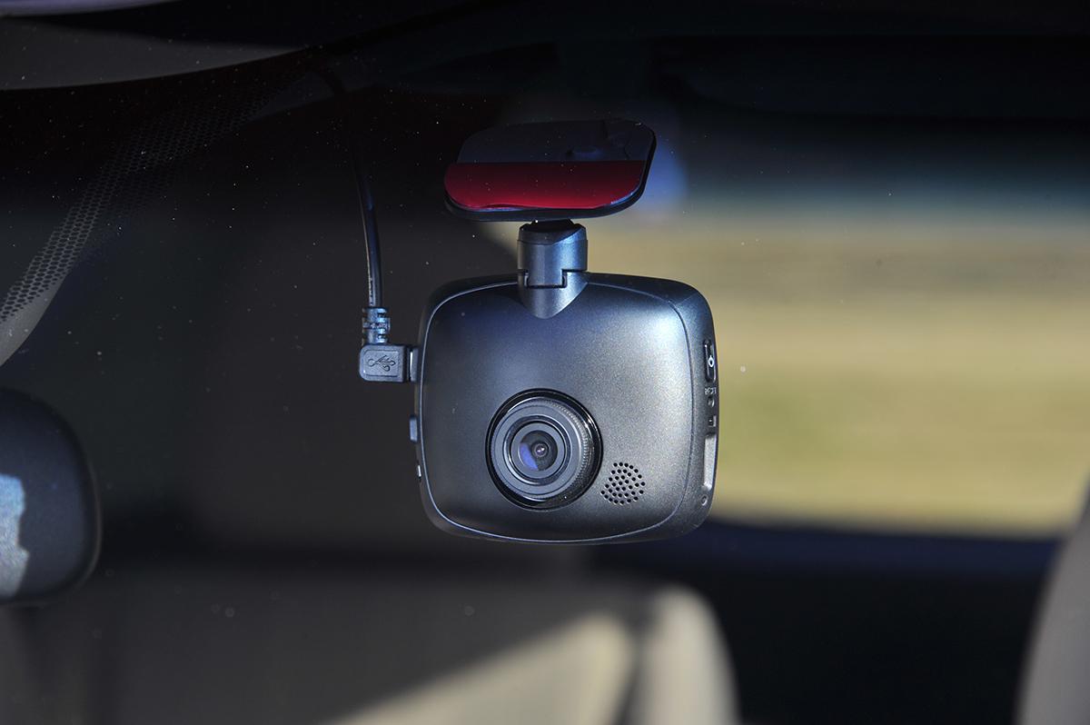 自動車保険とセットになったドライブレコーダーが登場! 市販のドラレコよりもお得か否か?