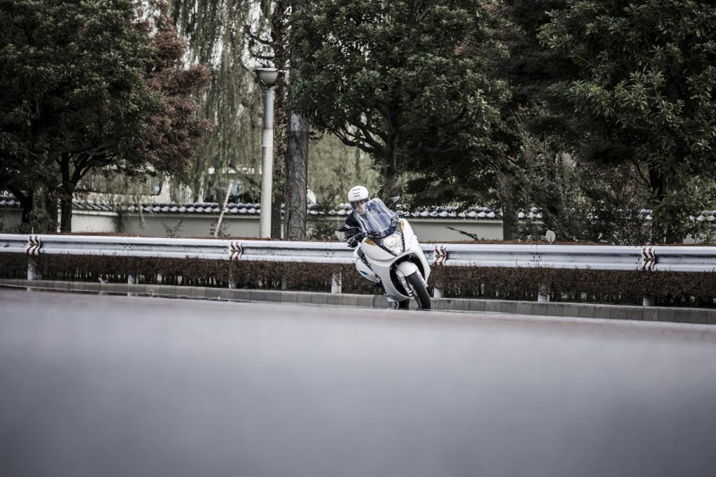 【電動スクーター/アディバ・VX-1】激速なのに車検不要。普通自動二輪免許で乗れる! 試乗レポート