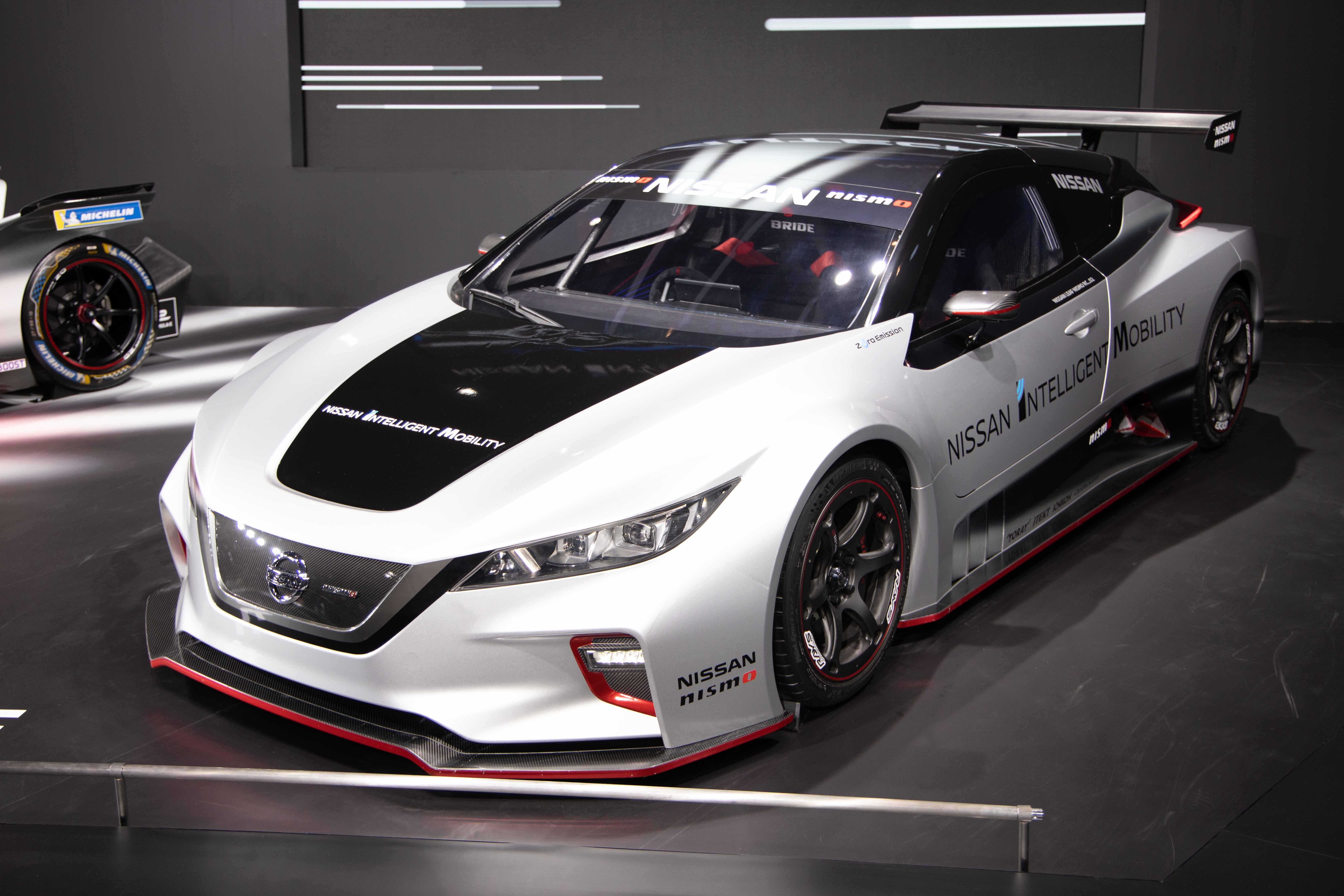日産、東京オートサロン2019ではEVとNISMOを全面に展示!未来のモータースポーツシーンを彷彿させる