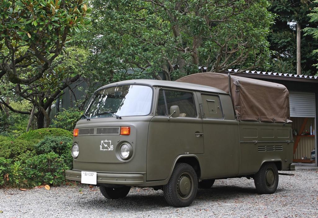 「博物館レベルの軍用車両で楽しむカーライフ!?」 1976年式VWミリタリートラックの衝撃