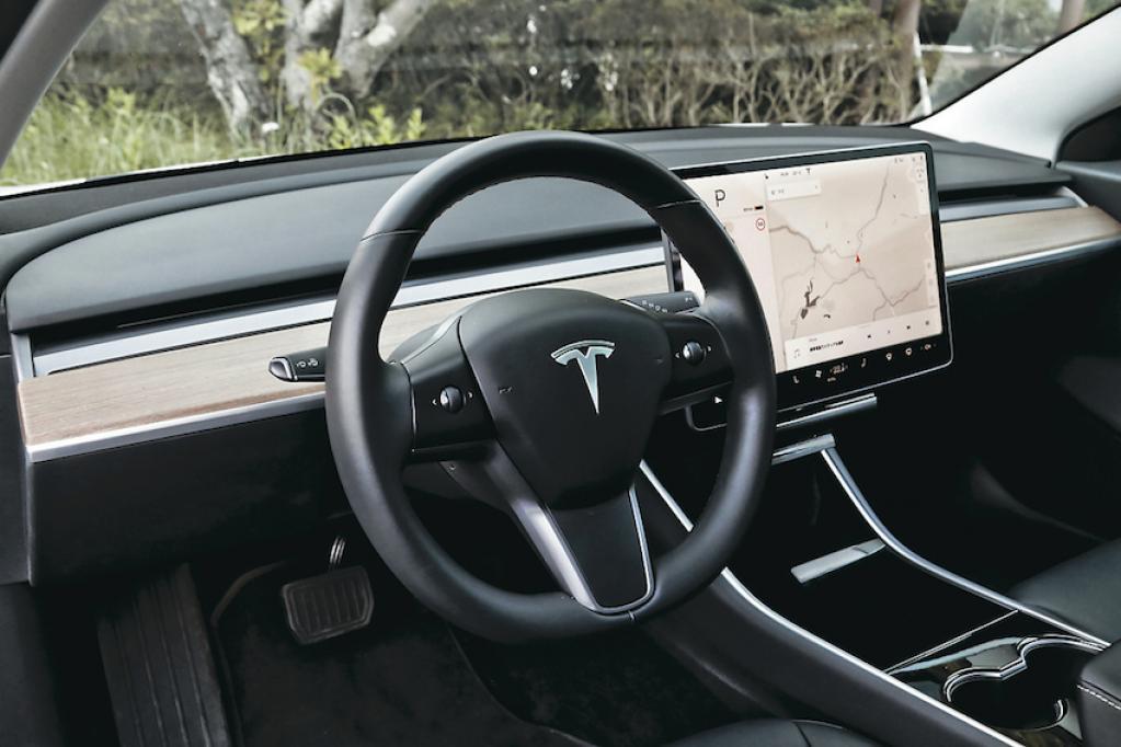 Tesla Model 3×Jaguar I-Pace