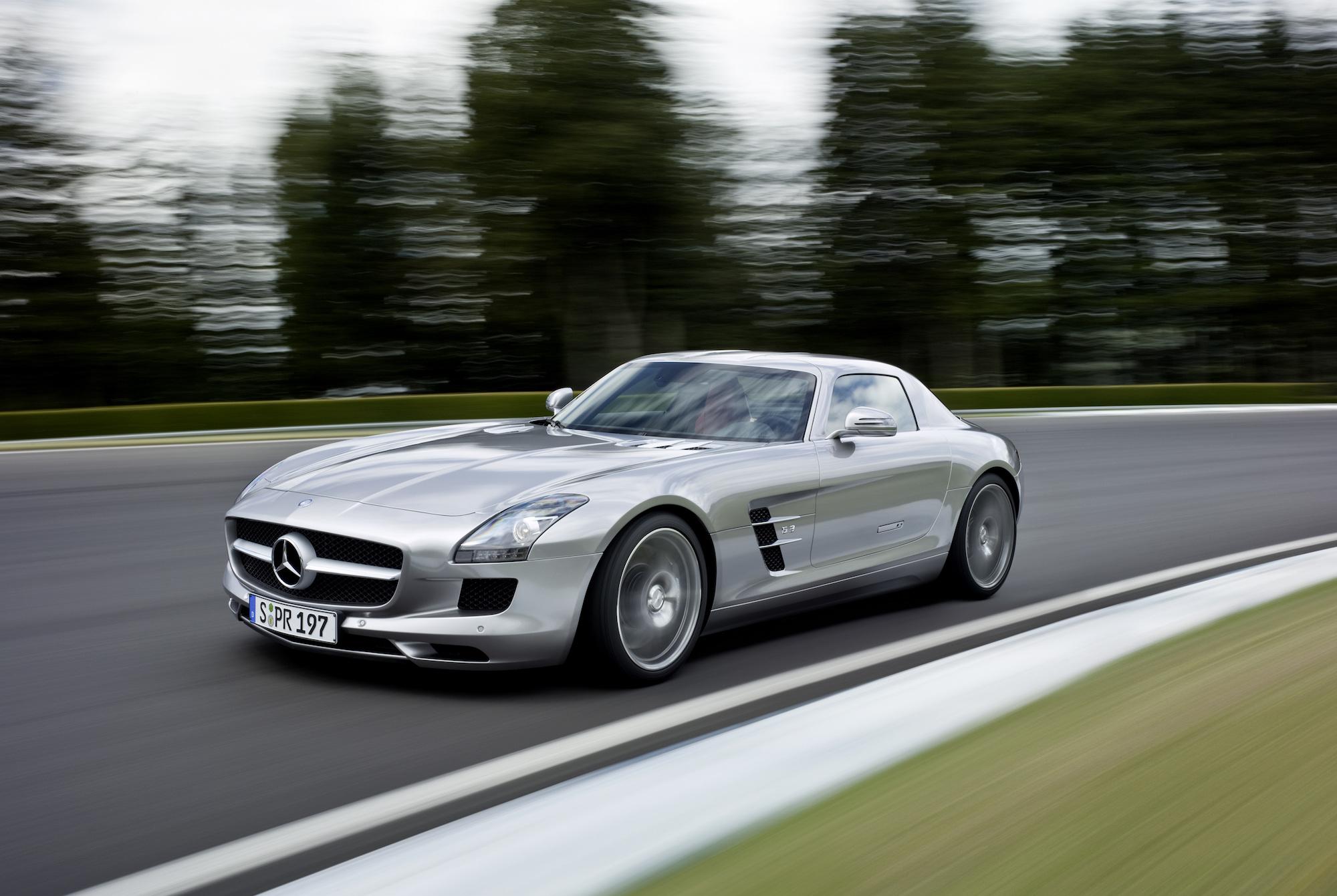 最強を謳うメルセデス・ベンツの4ドアクーペ AMG GTの凄さ