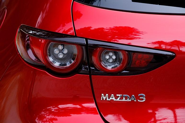 マツダ3はゴルフを完全に超えた。力不足のエンジンは日本仕様に期待