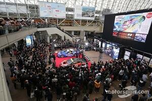 大阪オートメッセ2020が開幕 昨年のスーパーGTチャンピオンカー2台がお出迎え