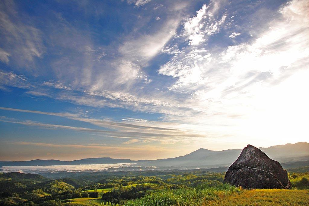 謎の巨石群とともに眺める南小国の雲海(熊本県 押戸石の丘)【雲海ドライブ&スポット Spot 81】