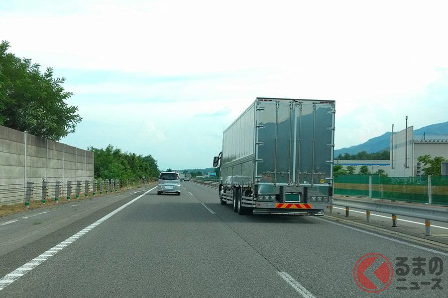 「急な割り込みヤメて!」トラックが車間空けるには意味が… トラック運転手の悲痛な叫びとは