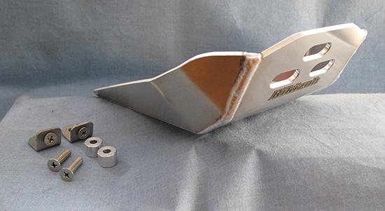 5mm厚ものアルミが、クランクケースを守ってくれる特殊装備