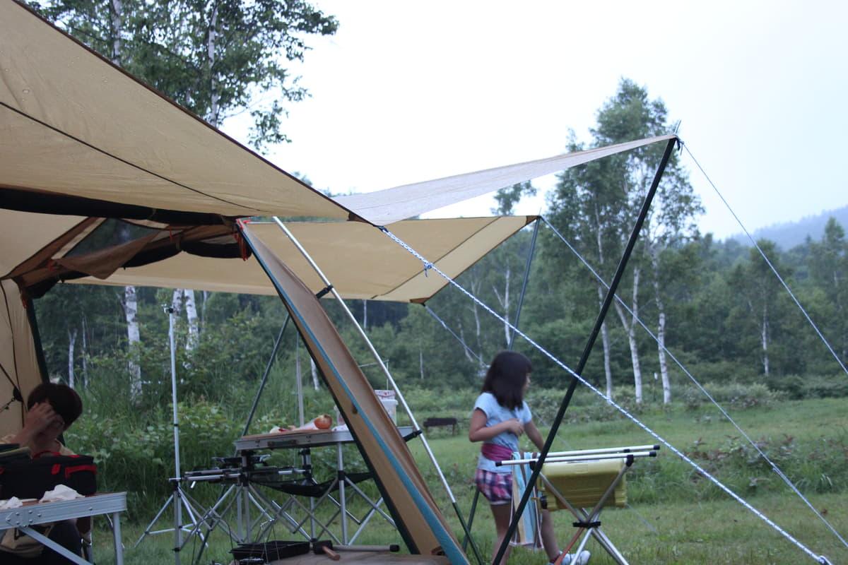 テントとクルマはどう配置する? オートキャンプ場の最適レイアウトとは