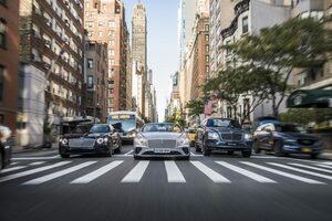 100台のベントレーがマンハッタンをパレード! 100周年の節目をNYが祝う【動画】