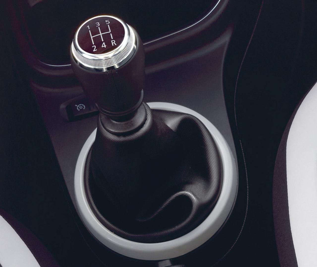 ルノー・トゥインゴに5速MTを搭載した「トゥインゴS」が登場! 税込価格は179万円