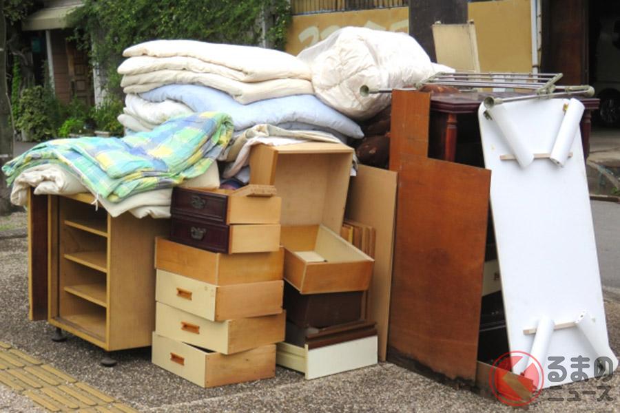 引っ越しの季節ですがその荷物の積み方は大丈夫? ルームミラーで後ろが見えないと違反なの!?