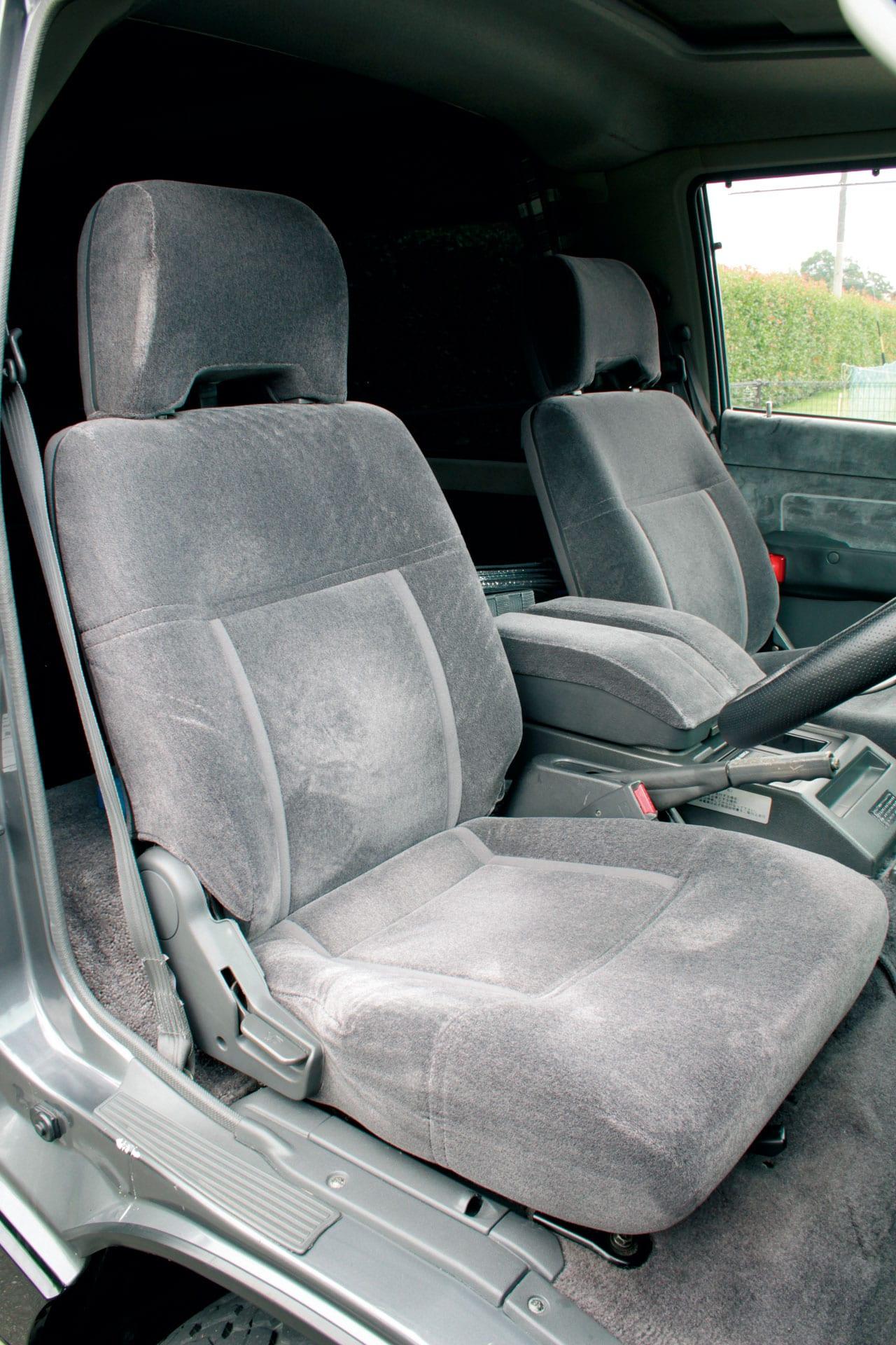 歴代デリカを比べまSHOW Vol.3 スターワゴン4WD 2500ディーゼルターボ クリスタルライトルーフエクシード