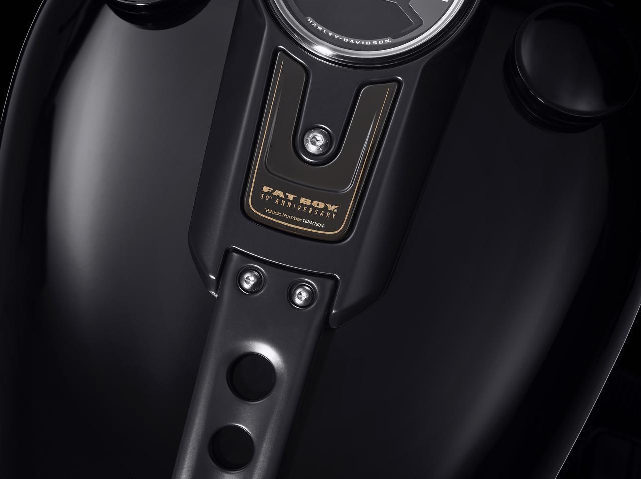 『ターミネーター2』でも話題となったハーレーダビッドソン「ファットボーイ」の30周年記念モデルが登場!