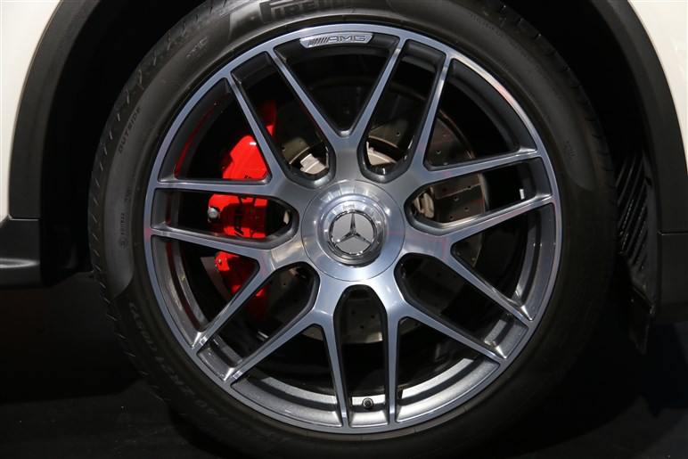 【東京オートサロン2019】メルセデス・ベンツはAMG GT4ドアクーペなどAMGモデルを中心に出展。スマートは新ミッキーバージョンも